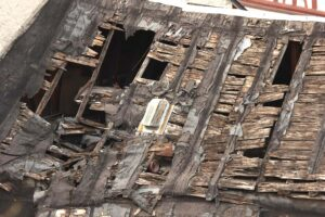 Bacharach, Dach des gefährdeten Gerbhauses